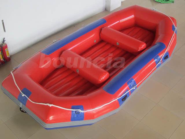 Bateau transportant par radeau gonflable rouge bateau gonflable de canot pou - Canot pneumatique gonflable ...